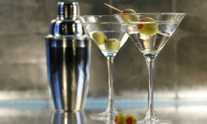 В чем подавать и как пить