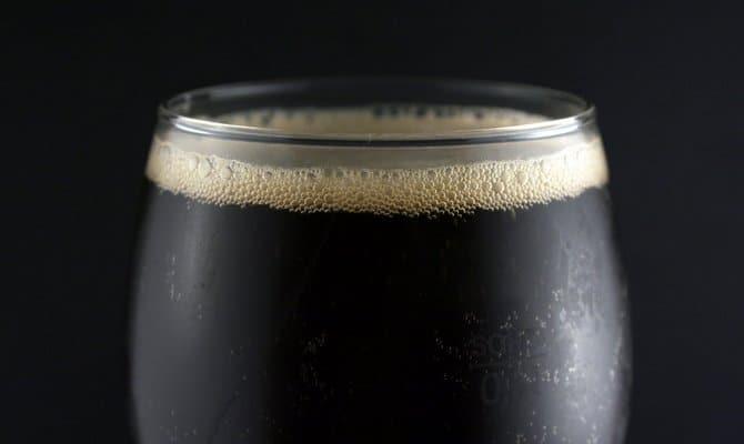 Чем отличается пиво светлых и темных сортов?