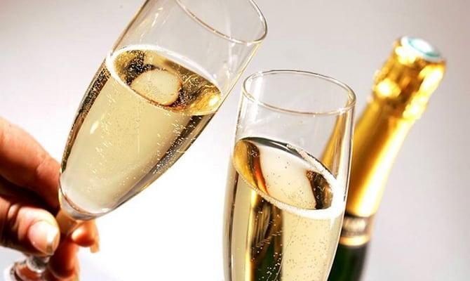 Правила употребления шампанского и варианты закусок