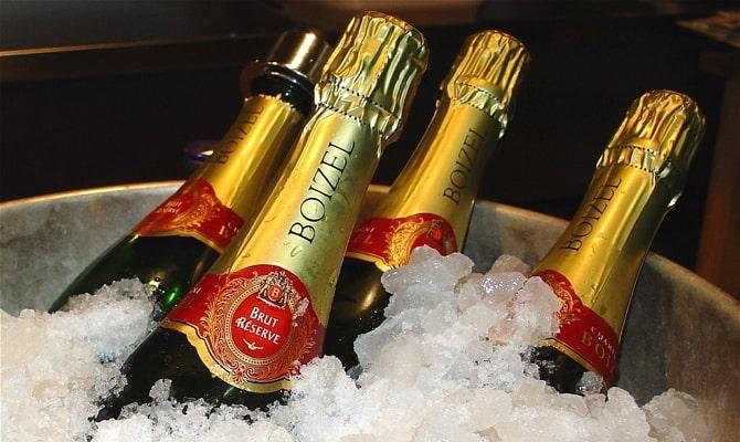 Как подавать шампанское в бокалах?