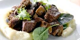 Вкусная говядина в белом вине