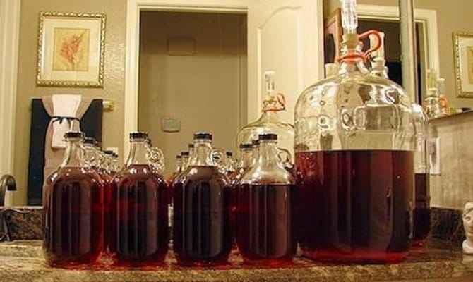 Как изготовить вино в домашних условиях?