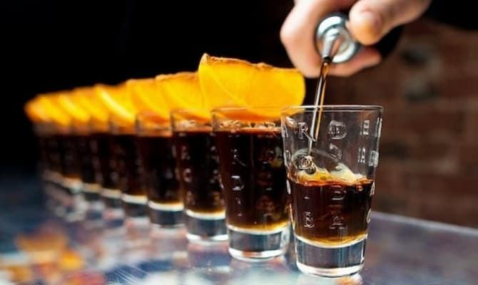Как пить черный ром
