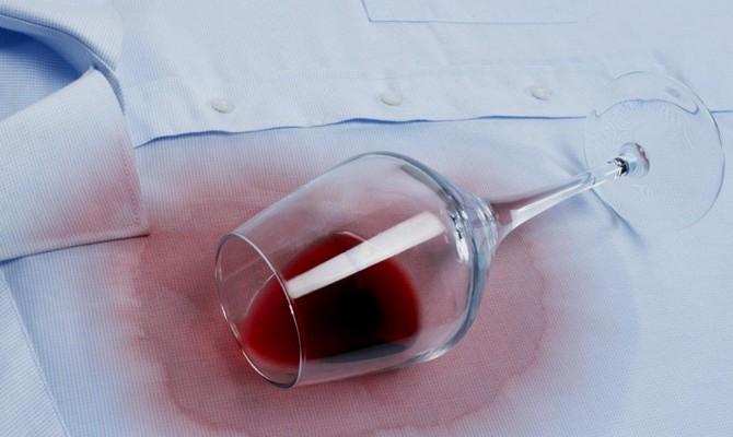 Проверенные способы выведения пятен от красного вина
