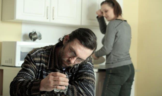 Уход от алкоголика – вынужденная мера для собственного блага