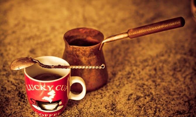 Кофе с коньяком и по-африкански – 2 рецепта для любителей
