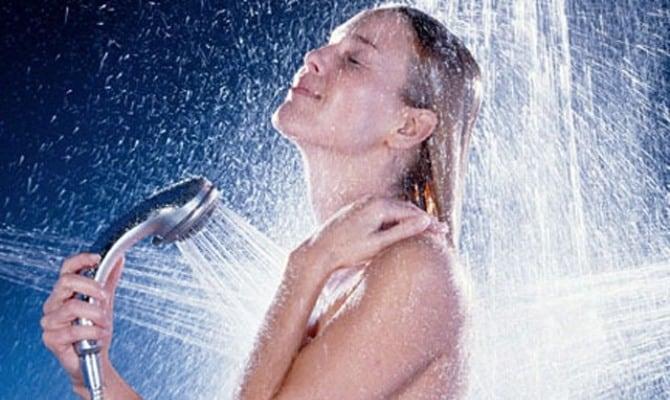 От похмелья помогает теплый душ