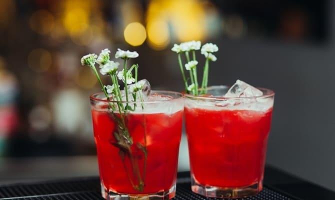 При похмелье поможет приготовление антиалкогольного коктейля