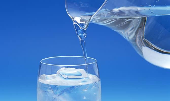 Выпитое нужно запивать большим количеством негазированной воды